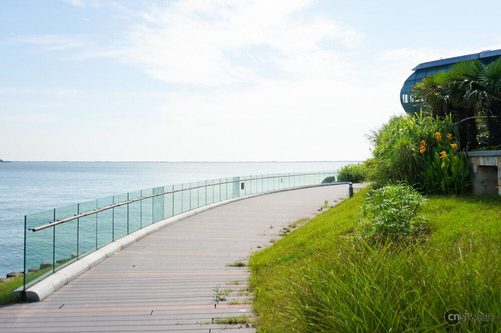 湖边观景平台