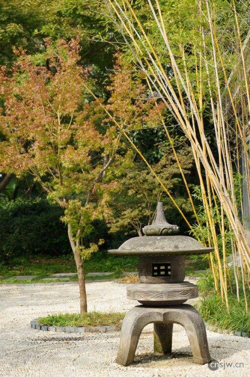 樱花园的香炉