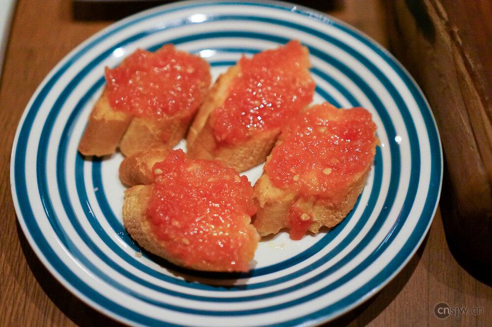 新鲜番茄酱面包